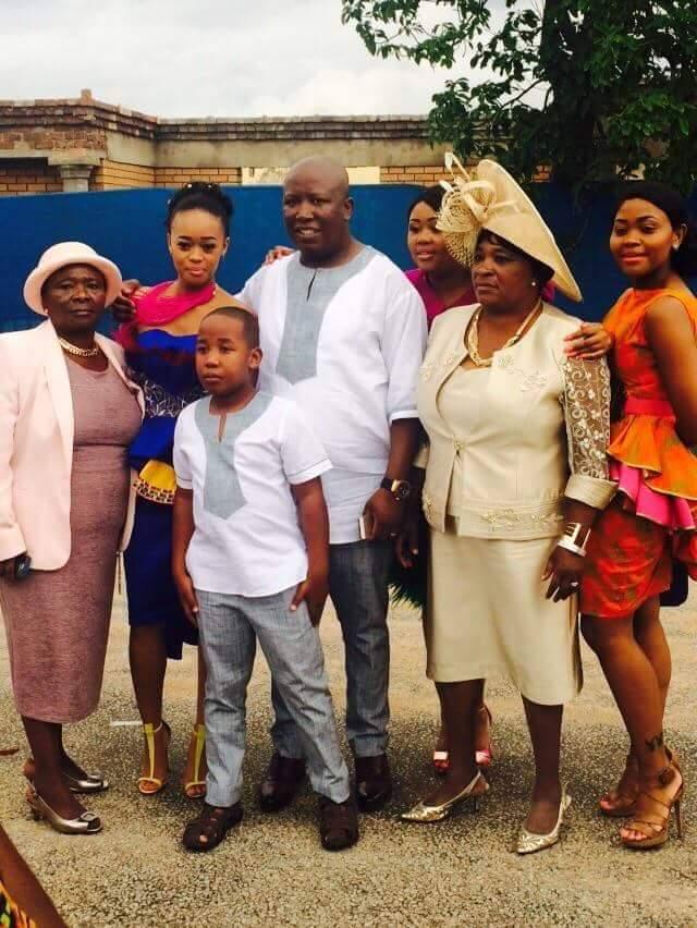 Queen gatecrashes wedding